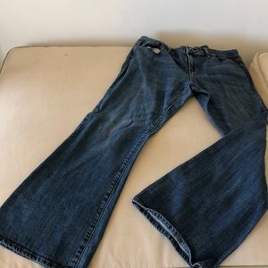 Gap bluejeans with flared bottom